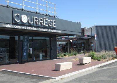 BOUTIQUE COURREGE